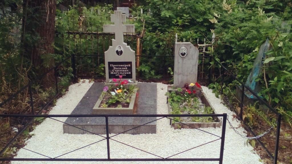 Памятник на могилку Топки Ваза. Покостовский гранит Великие Луки