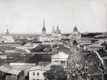 Крестный ход в Девятую Пятницу у монастыря. Фото Б.И.Чернавина, нач. ХХ века